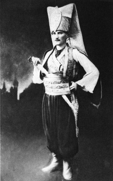 ataturk-un-yeniceri-kiyafetli-fotografi_194895[1]